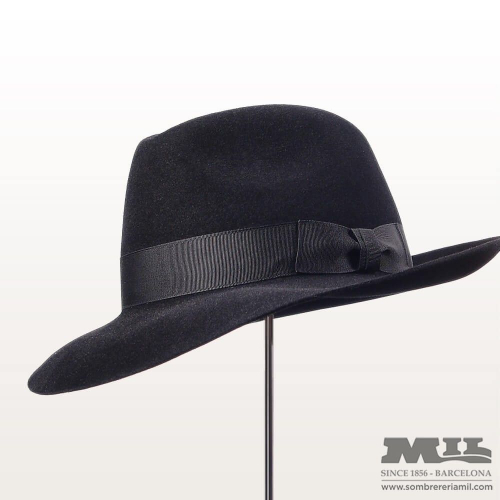 Monopesco hat