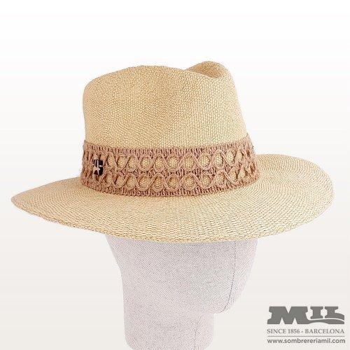Danara hat