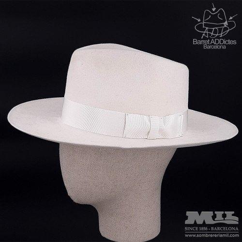 Niki White flat hat
